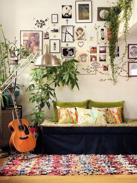Room, Interior design, String instrument, Textile, Wall, String instrument, Musical instrument, String instrument accessory, Interior design, Guitar,