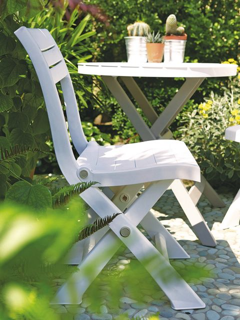 Furniture, Garden, Outdoor table, Outdoor furniture, Shrub, Armrest, Plastic, Flowerpot,