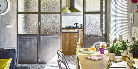 Puerta industrial en la cocina
