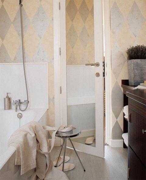 Room, Interior design, Wall, Floor, Fixture, Tile, Grey, Beige, Cabinetry, Linens,
