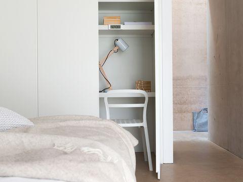 Room, Bed, Property, Floor, Textile, Wall, Interior design, Flooring, Linens, Bedding,