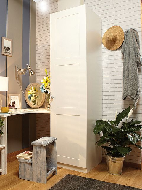 Room, Flowerpot, Interior design, Hat, Floor, Flooring, Wall, Interior design, Sun hat, Light fixture,