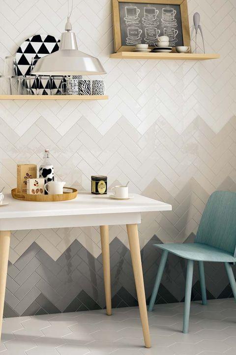 cocina con office, con azulejos en espiga
