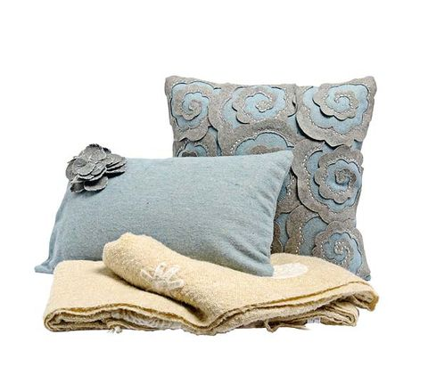 Brown, Textile, Cushion, Pillow, Throw pillow, Linens, Grey, Home accessories, Khaki, Beige,