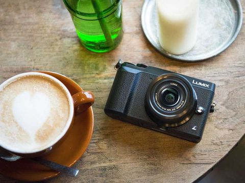 Coffee cup, Serveware, Drinkware, Cup, Lens, Camera, Dishware, Digital camera, Point-and-shoot camera, Teacup,