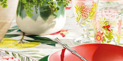 Tablecloth, Porcelain, Food, Serveware, Tableware, Bowl, Textile, Table, Flower, Teacup,