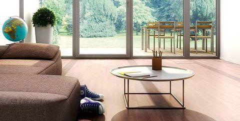 salón moderno con gran ventanal