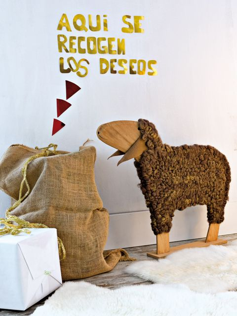 Bag, Terrestrial animal, Sheep, Working animal, Sheep, Fawn, Creative arts, Toy, Craft, Home accessories,