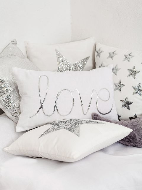 Textile, Cushion, Pillow, Throw pillow, Font, Linens, Home accessories, Bedding,
