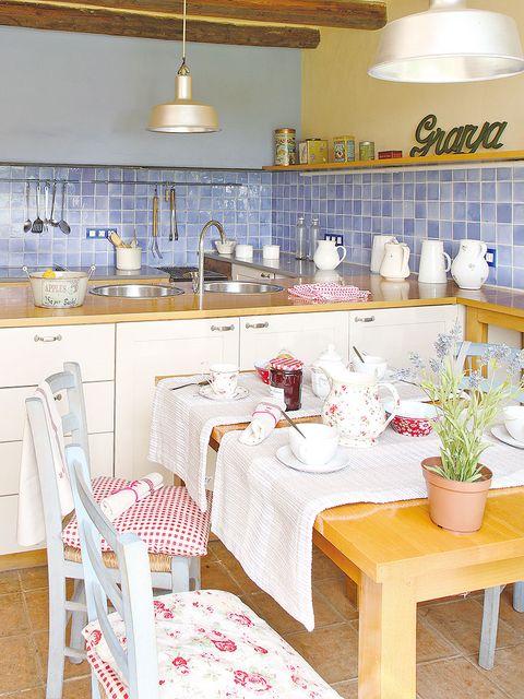 Sillas Y Cojines Para Una Cocina Rustica