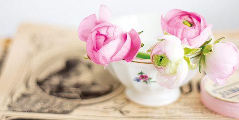 tazas recicladas con flores