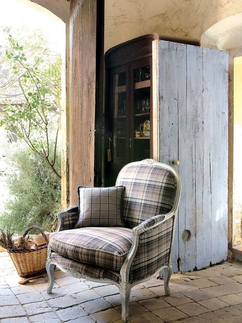 Wood, Wall, Hardwood, Door, Home door, Wicker, Armrest, Flowerpot, Building material, Outdoor furniture,