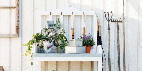 mueble para las tareas y herramientas de jardinería