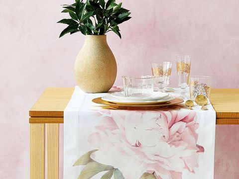 Table, Tablecloth, Furniture, Room, Vase, Textile, Wallpaper, Linens, Interior design, Still life,