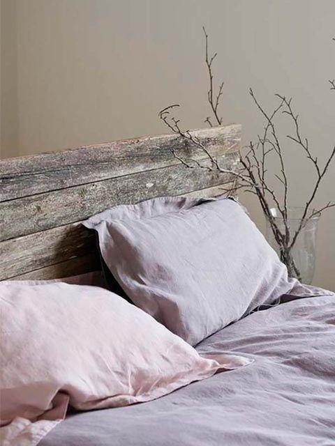 Bed sheet, Bedding, Bedroom, Bed, Furniture, Room, Textile, Wall, Duvet cover, Linens,