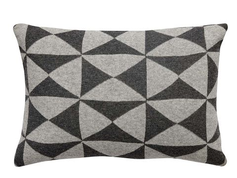 Textile, Pattern, Cushion, Throw pillow, Pillow, Linens, Rectangle, Black, Home accessories, Grey,