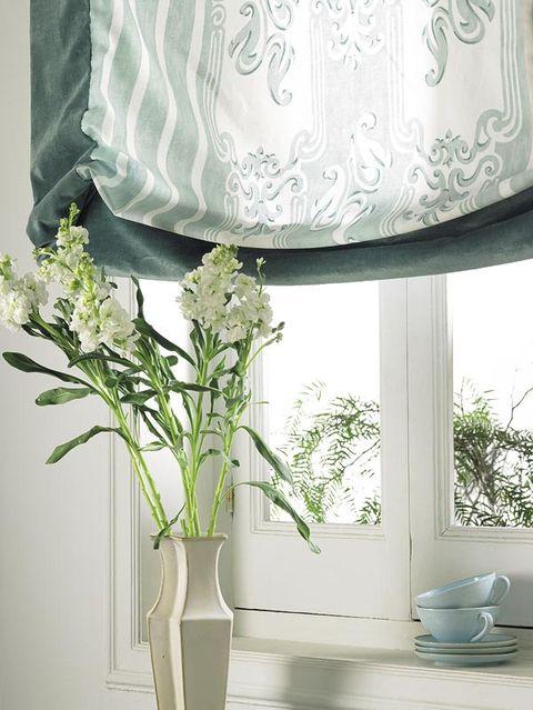 Bouquet, Serveware, Dishware, Petal, Cut flowers, Interior design, Artifact, Flower Arranging, Lampshade, Floristry,