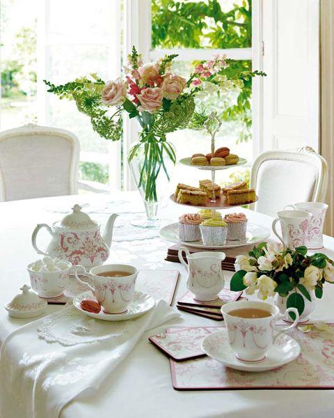 Serveware, Coffee cup, Dishware, Cup, Drinkware, Porcelain, Teacup, Saucer, Tableware, Table,