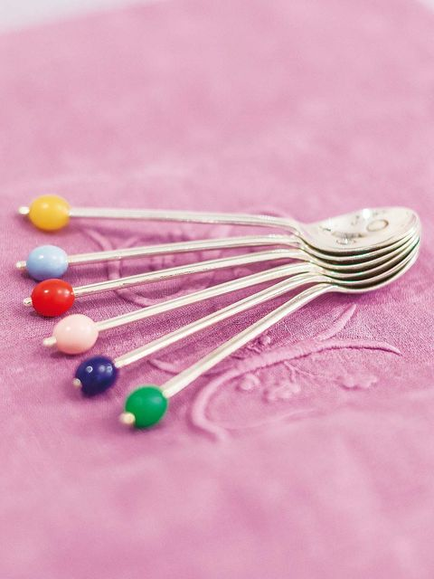 Pink, Cutlery, Magenta, Colorfulness, Kitchen utensil, Dishware, Natural material, Silver, Craft, Household silver,