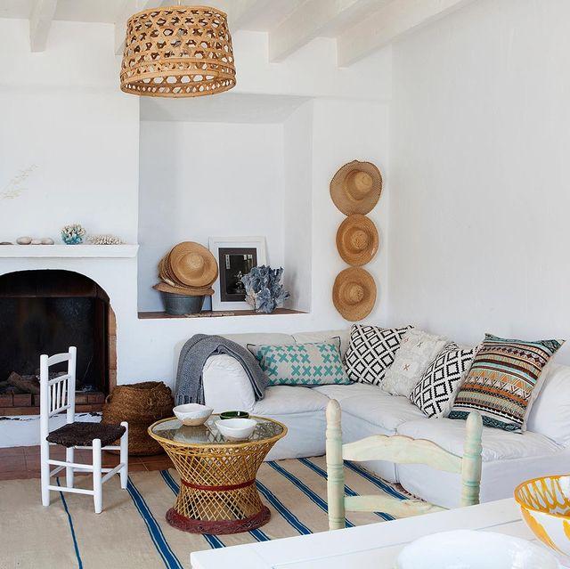 Room, Wood, Interior design, Floor, Furniture, Living room, Flooring, Table, Wall, Home,