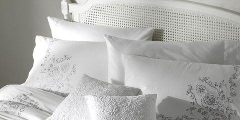 Bedding, Bed sheet, White, Duvet cover, Textile, Bedroom, Bed, Pillow, Duvet, Furniture,