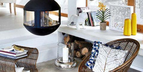 salón con chimenea exenta