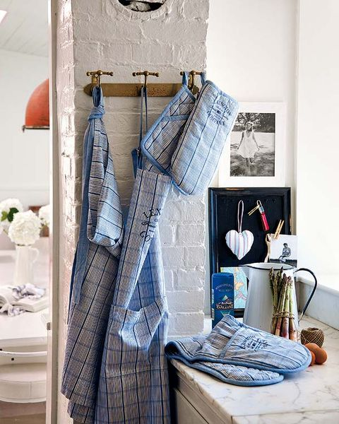 Room, Interior design, Wall, Household supply, Grey, Interior design, Linens, Cabinetry, Home accessories, Drawer,
