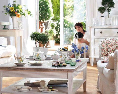 Room, Serveware, Furniture, Interior design, Dishware, Table, Home, Interior design, Porcelain, Living room,