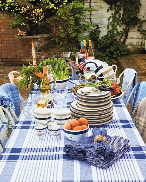 Tablecloth, Serveware, Dishware, Textile, Table, Food, Furniture, Cuisine, Tableware, Linens,