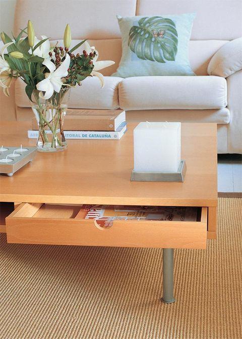 Room, Furniture, Table, Interior design, Centrepiece, Interior design, Bouquet, Pillow, Throw pillow, Vase,
