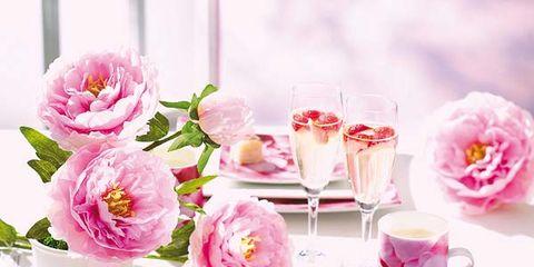Petal, Serveware, Flower, Pink, Drinkware, Bouquet, Dishware, Centrepiece, Cut flowers, Flowering plant,