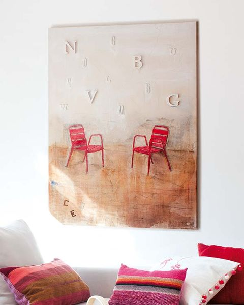 Wood, Room, Textile, Red, Furniture, Wall, Throw pillow, Interior design, Pillow, Cushion,