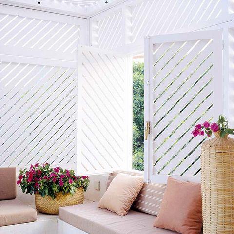 Flowerpot, Interior design, Wall, Interior design, Throw pillow, Home, Living room, Pillow, Home accessories, Cushion,