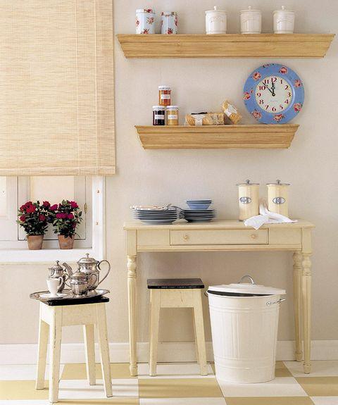 Room, Flowerpot, Wall, Interior design, Interior design, Porcelain, Wall clock, Shelving, Houseplant, Home accessories,