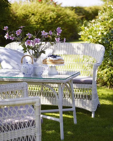 Tablecloth, Petal, Table, Lavender, Furniture, Purple, Linens, Outdoor furniture, Violet, Outdoor table,