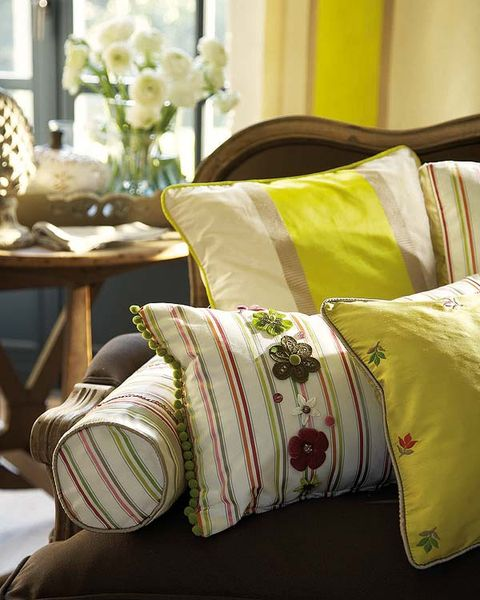 Yellow, Textile, Linens, Cushion, Throw pillow, Home accessories, Pillow, Bouquet, Centrepiece, Flower Arranging,