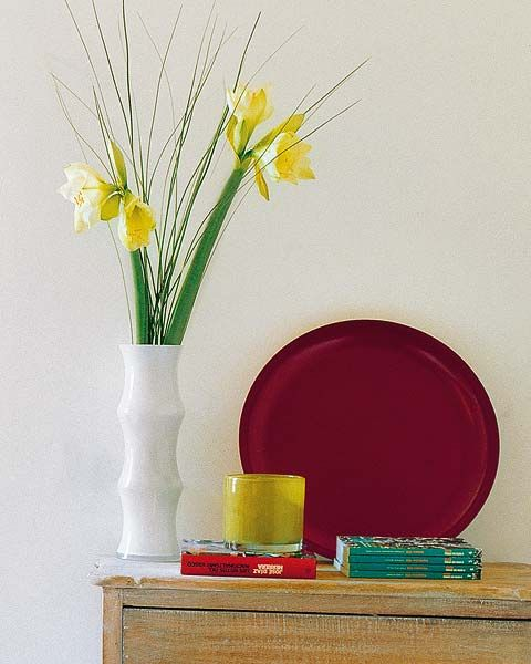 Yellow, Flower, Still life photography, Artifact, Cut flowers, Vase, Flower Arranging, Serveware, Photography, Bouquet,