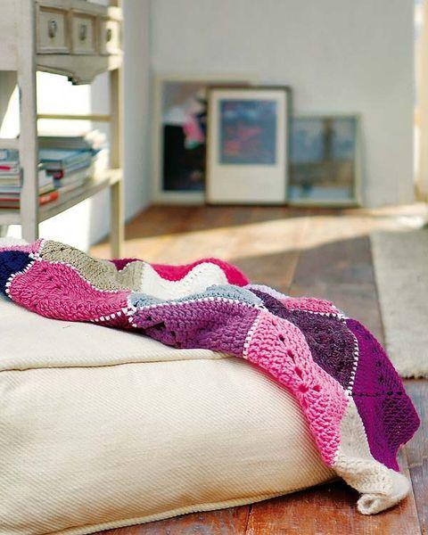 Textile, Purple, Magenta, Pink, Violet, Carmine, Picture frame, Pattern, Maroon, Creative arts,