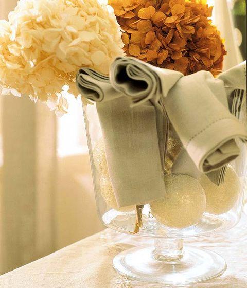 Yellow, Petal, Flower, Bouquet, Cut flowers, Flowering plant, Floristry, Flower Arranging, Stemware, Floral design,