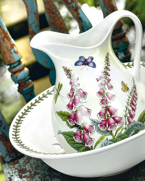 Serveware, Porcelain, Ceramic, Dishware, Creative arts, Pottery, Cup, Teacup, earthenware, Craft,