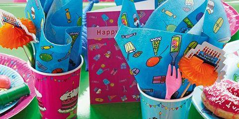 Party supply, Sweetness, Dishware, Serveware, Plastic, Plate, Dessert, Cake decorating supply, Platter, Fictional character,