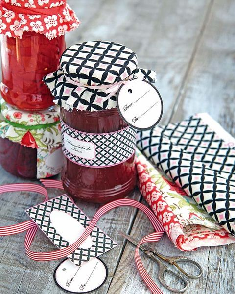 Carmine, Pattern, Christmas, Confectionery, Dessert, Kitchen utensil, Toy, Sweetness, Frozen dessert, Craft,