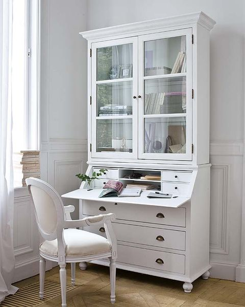 Wood, Room, Floor, Interior design, Flooring, Drawer, White, Home, Furniture, Glass,
