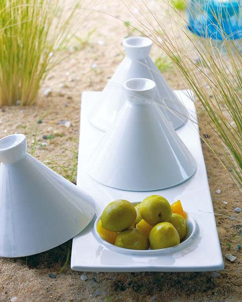 Fruit, Food, Serveware, Dishware, Produce, Grass family, Grey, Plate, Natural foods, Citrus,