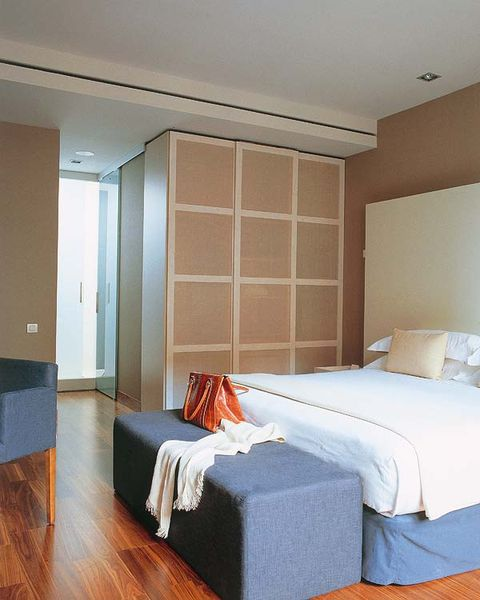 Wood, Bed, Room, Lighting, Floor, Interior design, Property, Wall, Flooring, Bedding,