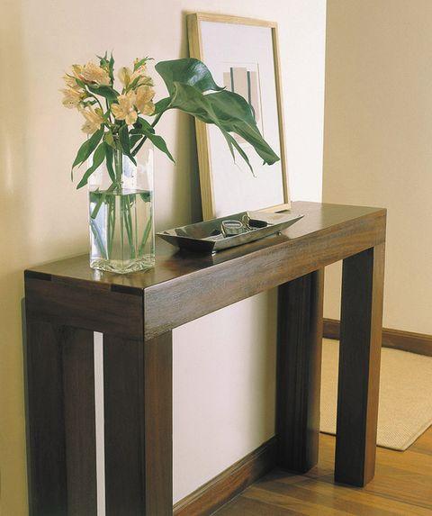 Petal, Table, Artifact, Vase, Bouquet, Interior design, Flower Arranging, Flowering plant, Centrepiece, Cut flowers,