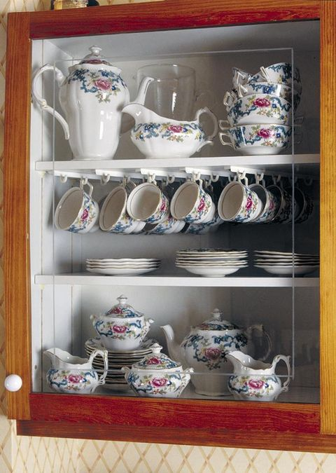 Serveware, Dishware, Porcelain, Ceramic, Shelf, Drinkware, Shelving, earthenware, Tableware, Pottery,