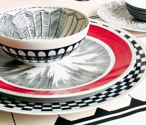 Dishware, Serveware, Pattern, Art, Circle, Porcelain, Home accessories, Ceramic, Kitchen utensil, Illustration,