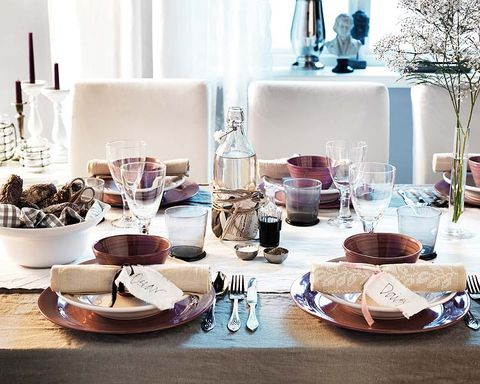 Serveware, Dishware, Table, Room, Tableware, Tablecloth, Furniture, Glass, Plate, Interior design,