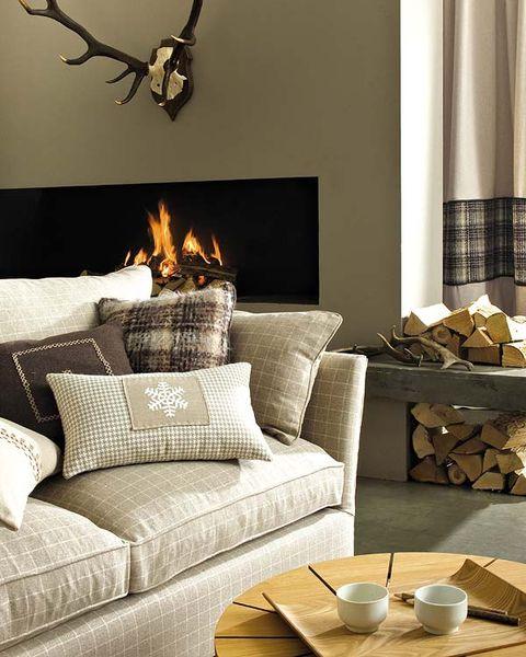 Room, Brown, Interior design, Serveware, Wood, Living room, Dishware, Home, Furniture, Wall,
